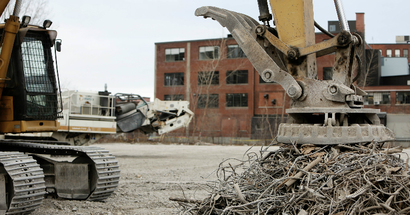 Picture of the Crane with Electromagnet in Junkyard